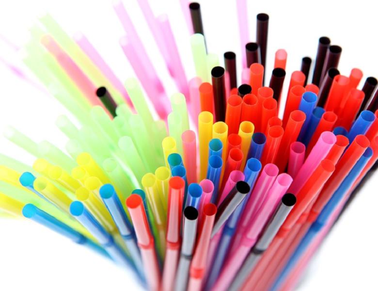 Pailles en bagasse : le digne remplaçant du plastique ?