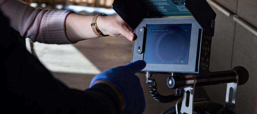 Une inspection des canalisations avec une caméra de vidange CCTV